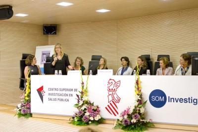 Mesa de conclusiones y propuestas. Ampara Fraile, matrona del CS de Moncada, contesta una pregunta