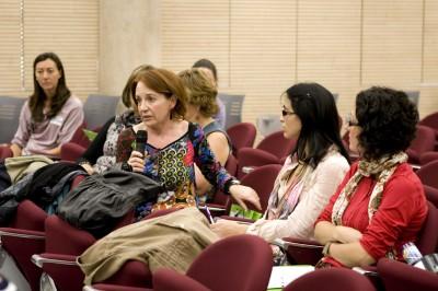 Lola Soler, matrona del CS de Moncada, plantea una pregunta a la mesa de conclusiones