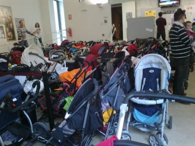 Aparcamiento de carros de bebes en el Hall del Auditorio